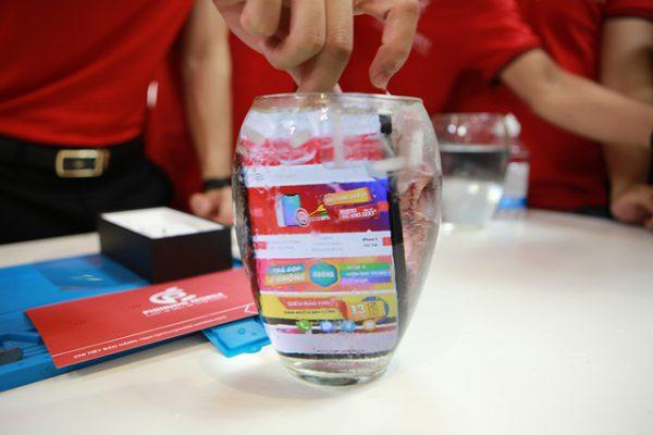 Đập hộp chiếc iPhone 11 Pro Max màu rêu đầu tiên tại Hà Nội
