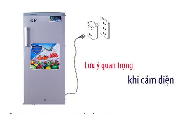 cắm tủ đông đứng khi sử dụng